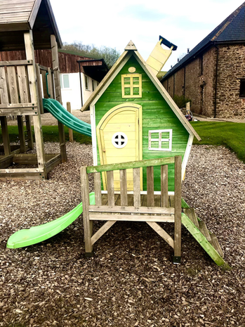 Outdoor play area - Heron Cottage Devon