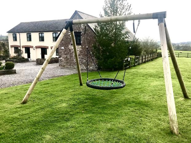 Outdoor play swing - Heron Cottage Devon