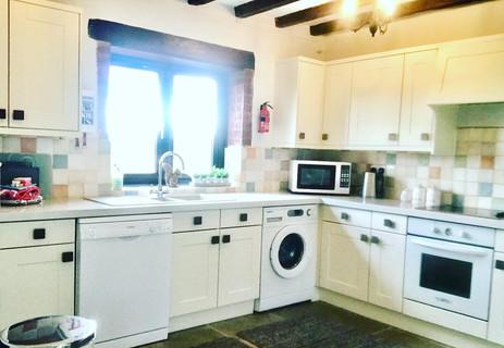 Heron Cottage Devon  Kitchen -B580-066F6479FCBD.jpg