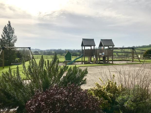 Beautiful outdoor play area - Heron Cottage Devon