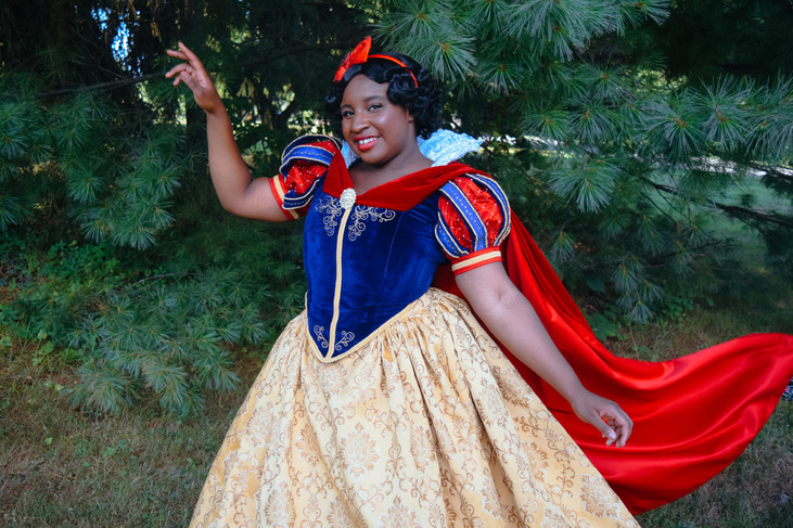 Gothicci Cosplay as Snow White