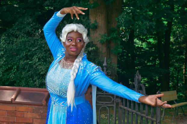 Angel Moon Cosplay as Elsa