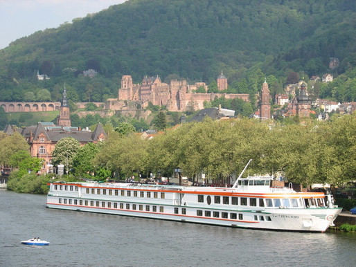 ADVANTAGES OF A GROUP RIVER CRUISE