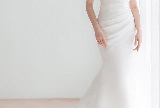 AT ROMANCE Claire Gown