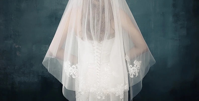 Short Veil with Flower Lace and Comb