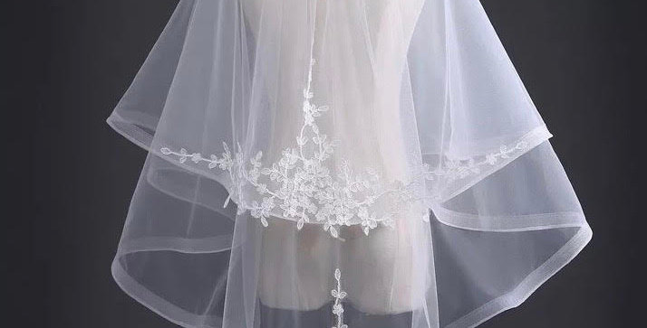Floral lace Veil with Unique Fish Net Detail, Comb