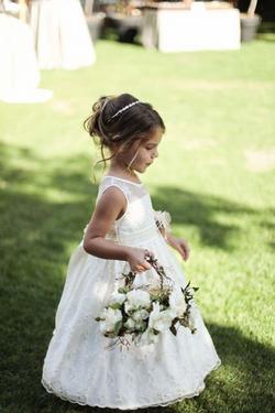 Flower Girl Basket (Petals included)