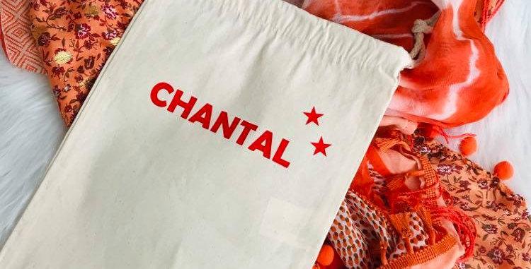Foulard fantaisie dans les tons orangés, de style 'Shanna'