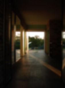 Дом в Харькове. Интерьер. Вид из прихожей в сторону сада.