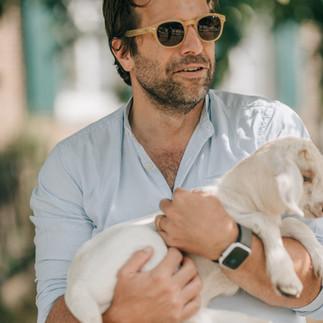 Papa mit Ziegenbaby