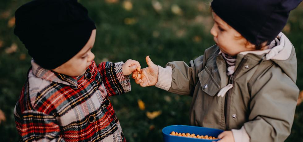 Kinderfreunde im Herbst