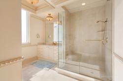 Owners Bath (2)