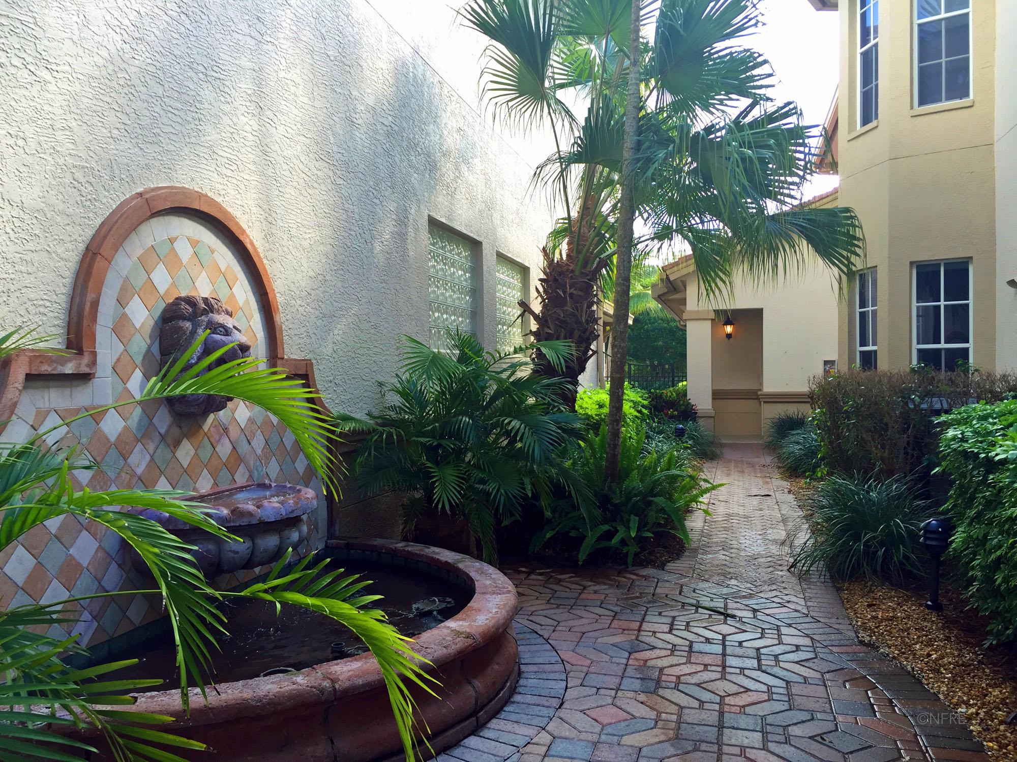 Villa Coronado Path to Pool