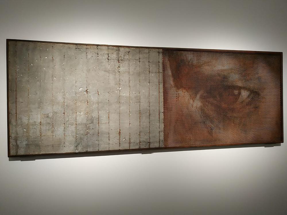Una de las obras expuestas en la cuarta sala y detalle de la misma | Foto: Guillermo Martínez