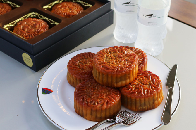 Mooncakes under the moonlight