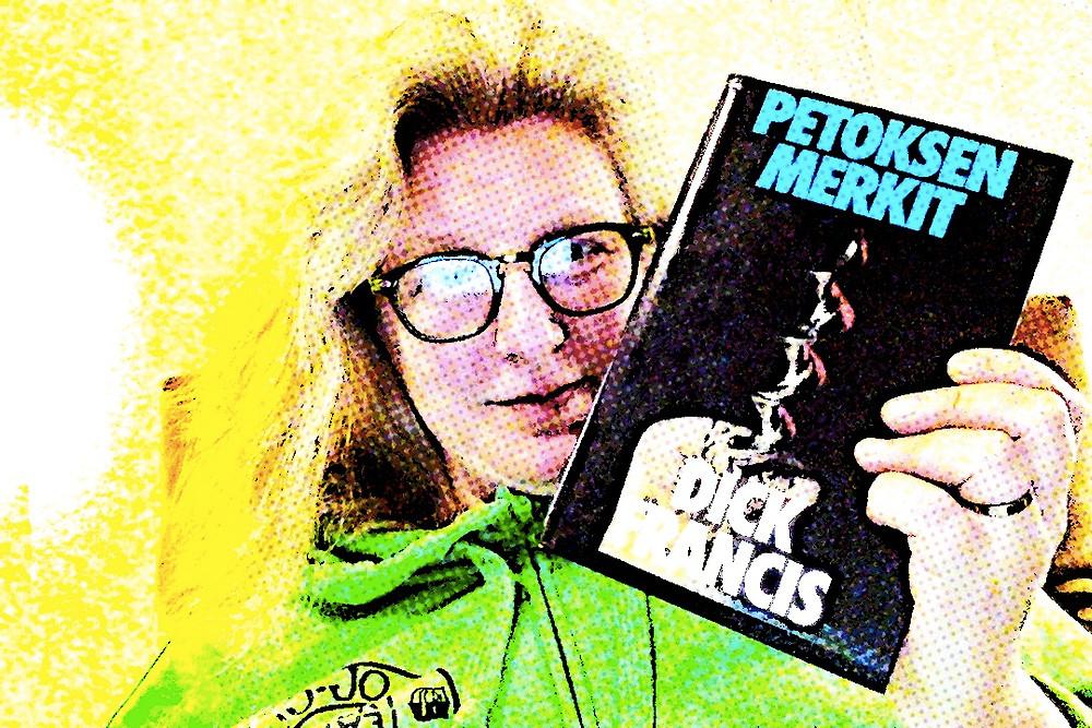 Onnellinen Anne Teijula, joka löysi kirpputorilta Dick Francisin kirjoittaman dekkarin!