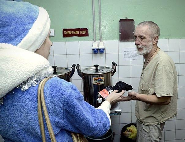 Поздравили проживающих граждан с Рождеством и наступившим Новым одом.