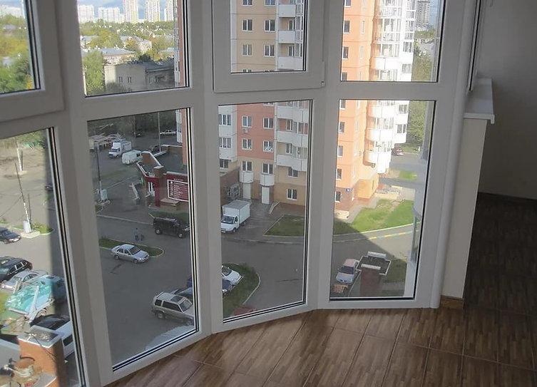 Остекление эркерного балкона