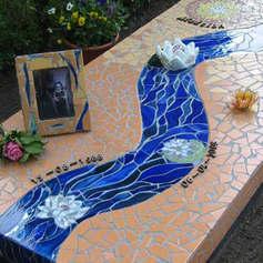 Надгробная плита из мозайки
