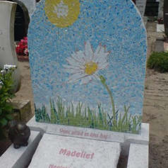 Памятник в оформлении мозайкой