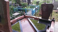 Мемориальный комплекс в исполнении лезниковского гранита