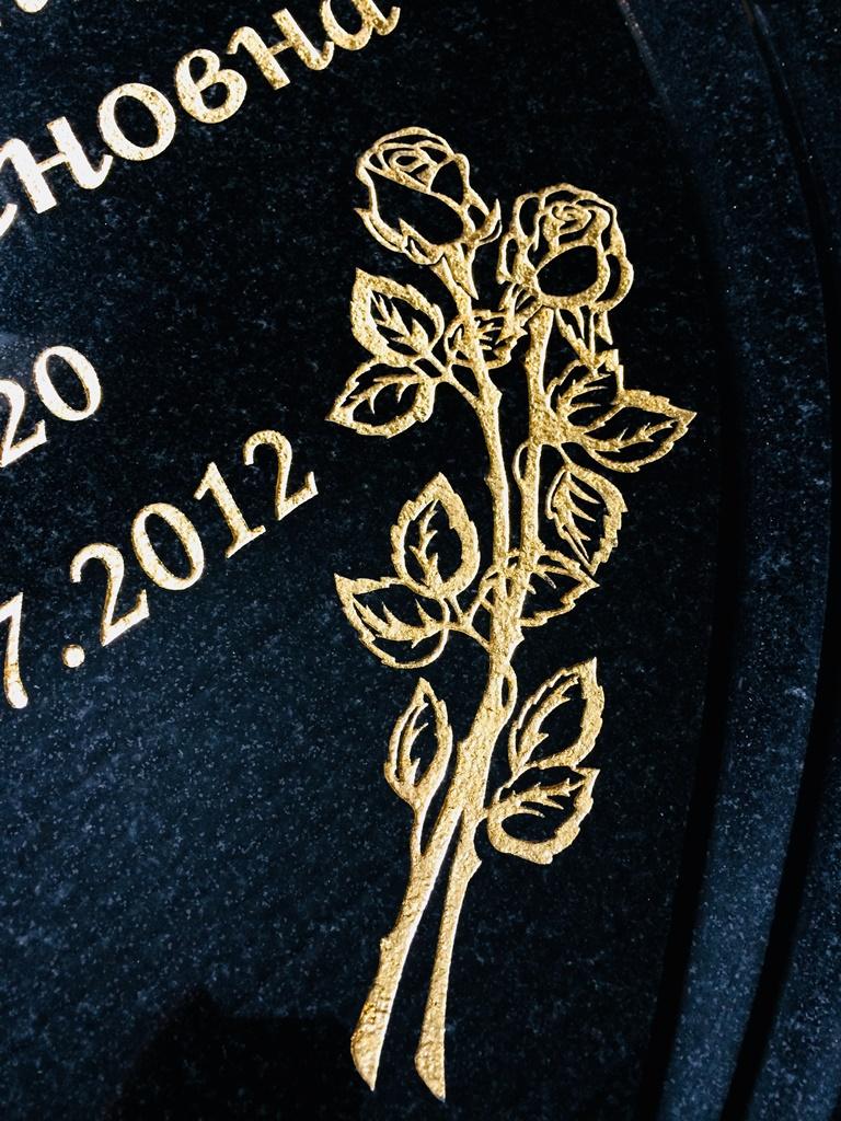 Цветы покрытые сусальным золотом