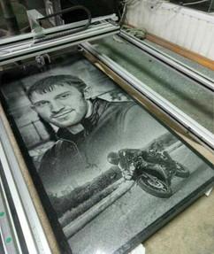 Гравировка портрета станком