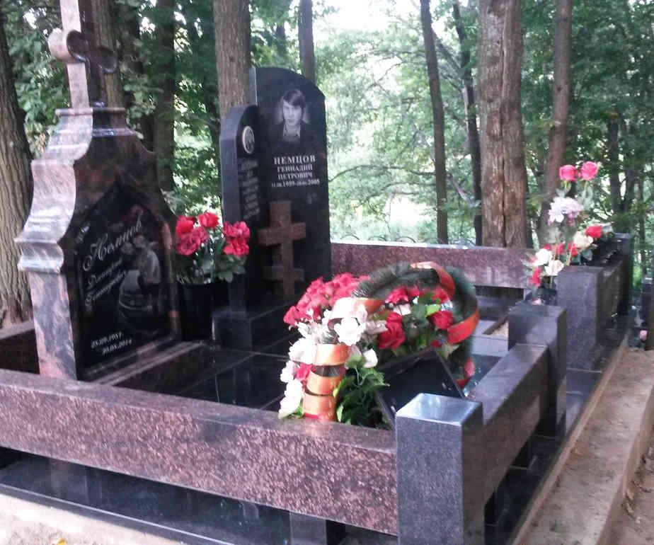 Дизайн могилы (сочетание дымовского и диабаз)