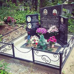 Оформление места захоронения с использованием  3-х памятников