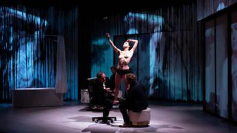 """Scénographie de la pièce """"Toute nue"""" de Émilie Anna Maillet"""