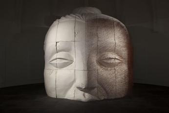 """Scénographie de l'exposition """"Holy"""" de Prune Nourry pour le Musée Guimet"""