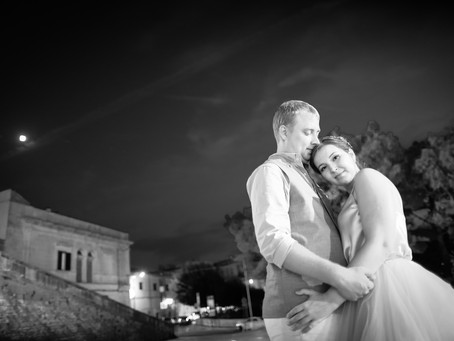 A gorgeous couple and their romantic Apulia elopement ceremony in the magical white city Ostuni