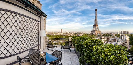 Le Shangri La Vue sur la tour Eiffel.jpg