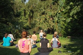 Yoga im Schlosspark