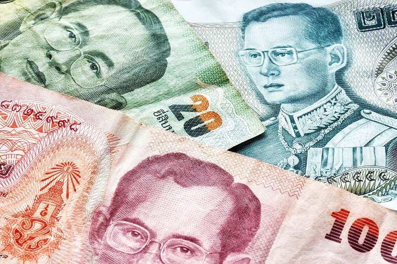 Бат (тай. บาท Bāth, символ: ฿; код: THB) — офіційна валюта Таїланду. Центральний банк — Банк Таїланду.