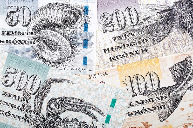Фаре́рская кро́на (фар. króna, мн. числ. krónur) — валюта Фарерских островов, делящаяся на 100 ойра (фар. oyra, мн. числ. oyrur). Выпускается Национальным банком Дании. Не является самостоятельной валютой и привязана к датской кроне; в стране наряду с фарерскими банкнотами обращаются датские банкноты.