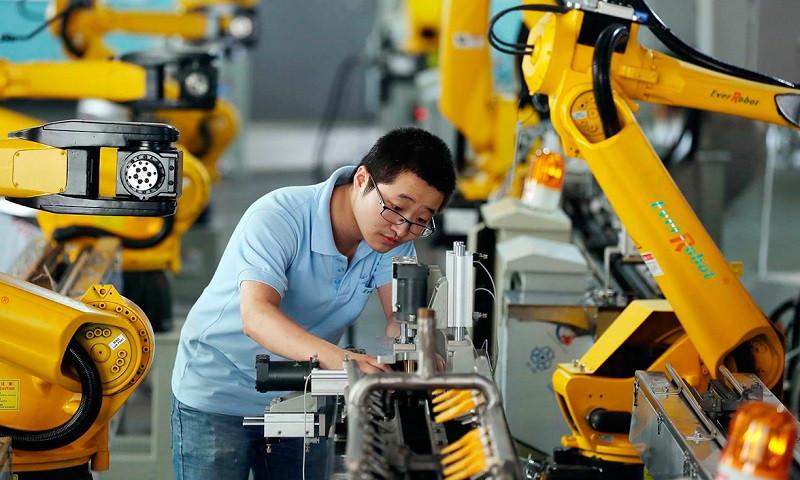 Китай швидко відновив виробництво, проте через зниження світового попиту, Пекін розробляє програму часткового переорієнтування економіки на внутрішнє споживання.