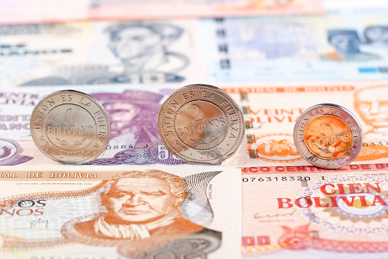 Суверенний болівар (ісп. Bolívar Soberano) — валюта, що запроваджена у Венесуелі з 20 серпня 2018 року на заміну болівара фуерте через гіперінфляцію (заміна грошей проводилася за співвідношенням 1:100 000). У новій серії банкнот було випущені номинали 2, 5, 10, 20, 50, 100, 200 та 500 суверенних боліварів.З початком нової хвилі інфляції нові обігові монети датовані 2018 роком зникли з обігу .