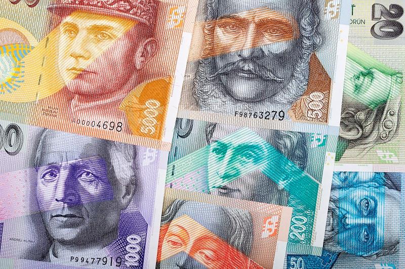 Слова́цька кро́на (словац. slovenská koruna) — колишня грошова одиниця, що перебувала в обігу у Першій Словацькій республіці протягом 1939—1945 років та у Словаччині протягом 1993—2008 років.  Літерний код: SKK. Крона складалася зі 100 гелерів (словац. halier).  Виведена з обігу 1 січня 2009 року з приєднанням Словаччини до Єврозони, обмін крон на євро проводився за курсом 30,126 SKK за 1 євро.
