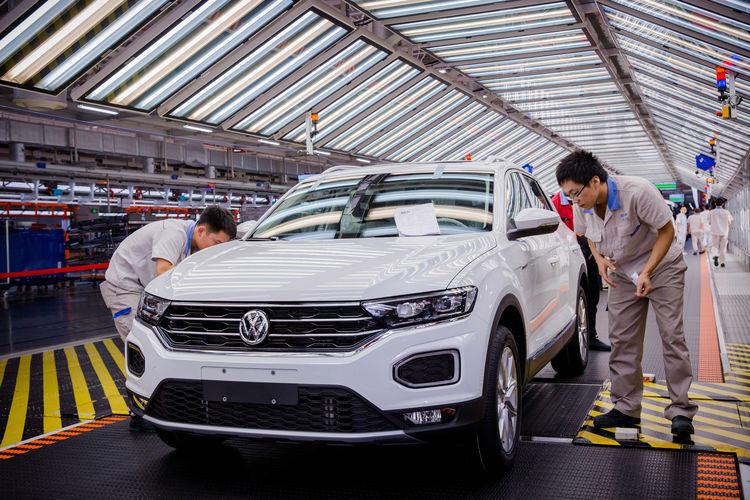 Наприклад Volkswagen інвестував 2 мільярди євро в ринок електромобілів Китаю