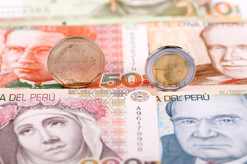 Перуанський соль (ісп. sol) — офіційна валюта Перу з 15 грудня 2015 року . До того з липня 1993 року, в грошовому обігу був Новий Соль . Який свого часу замінив попередній номінал - перуанський інті (1986-1993).Новий соль був введений з 1 липня 1991 року відповідно до закону від 3 січня 1991 року, пройшов грошовий обіг в співвідношенні: 1 мільйон інті = 1 новий соль.