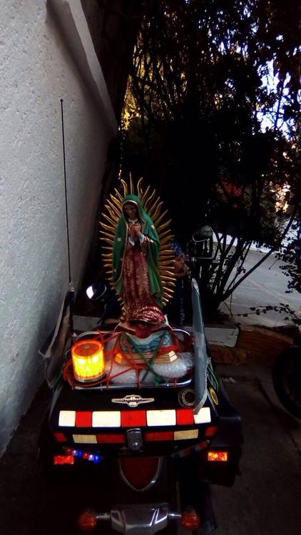 La fe se movió en dos ruedas para ver a la Morenita