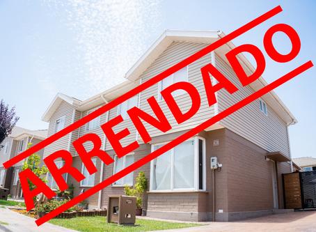 Se arrienda casa de 2 pisos, casi nueva, en Condominio Santa María de Valle Grande, Lampa.