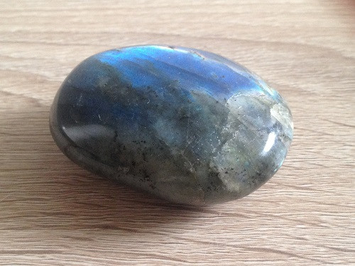 Pierre de protection : la labradorite