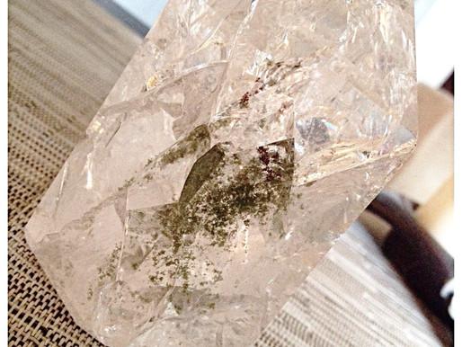 Le cristal de roche : une force neutre indispensable