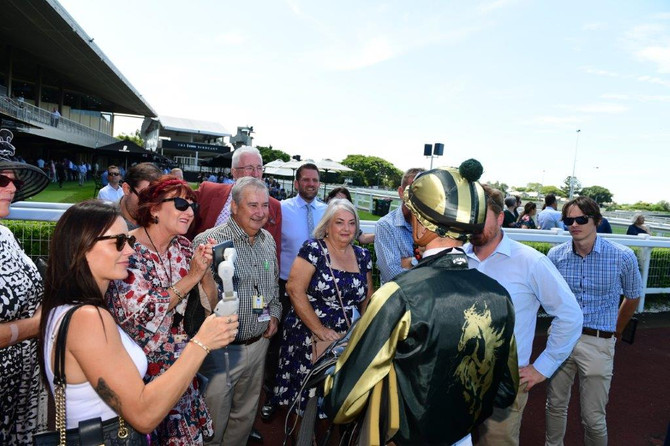 VIVA RACING YEARLING PARADE & OPEN DAY