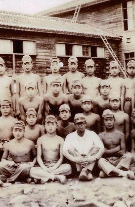 海軍兵学校(前列右端).jpg