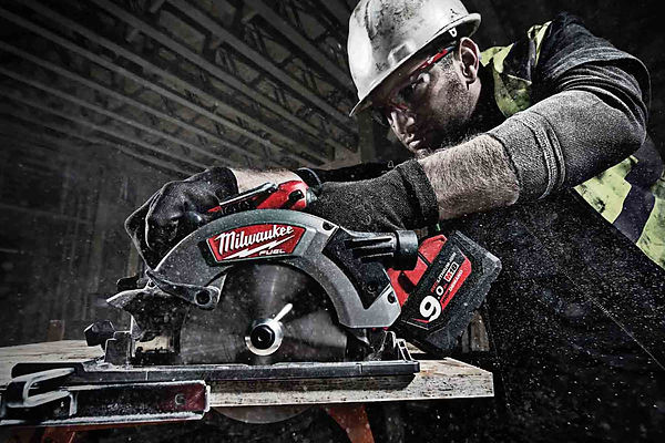 milwaukee-fuel-circular-saw.jpg