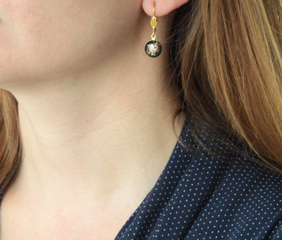 Allergic Skin Reactions on the Neck: Perfume, Jewelry, Skin care, and Other Triggers