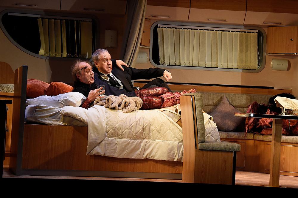 Vulcan 7 - Adrian Edmondson (Gary Savage) Nigel Planer (Hugh Delavois) - Credit Nobby Clark - (ref54)